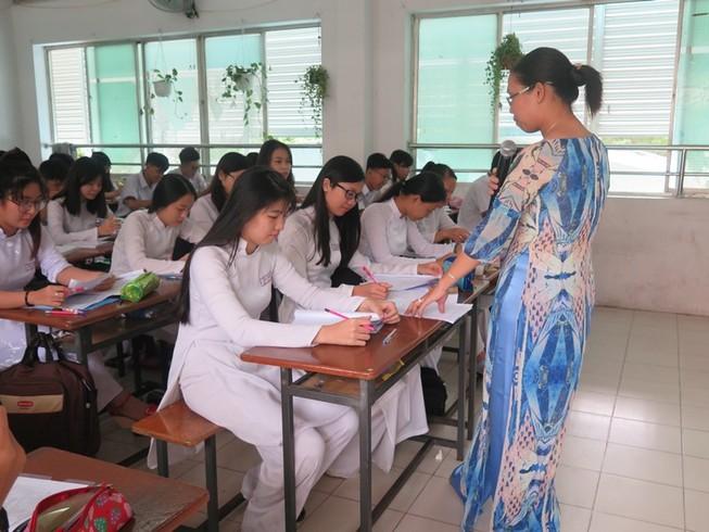 TP.HCM:HS lớp 12 kiểm tra học kỳ 1 có 8 môn trắc nghiệm
