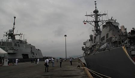 Clip Hải quân Việt Nam - Hoa Kỳ huấn luyện trên hai chiến hạm siêu hiện đại