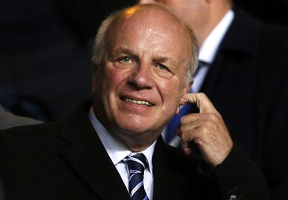 Chủ tịch FA Greg Dyke trả lại món quà trên… mức tình cảm