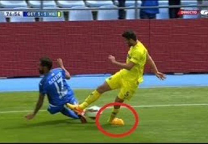 Kinh hoàng pha bóng khiến cầu thủ Villarreal gãy chân