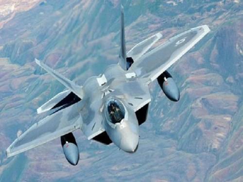 """Kéo dài tuổi thọ của tiêm kích F-22 Raptor """"chim ăn thịt"""""""