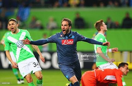 Wolfsburg 1-4 Napoli: Khuất phục bầy sói