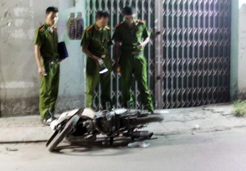 Nam thanh niên bị đâm gục trên đường