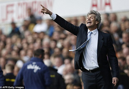 Pellegrini lại đá đểu Chelsea