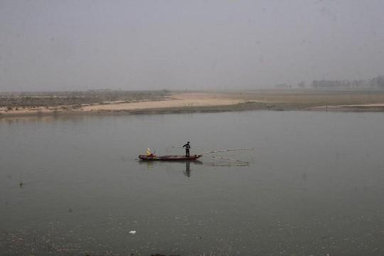 Hai nữ sinh mất tích trên sông Lam