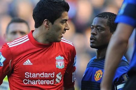 Patrice Evra sẽ tiếp tục bắt tay cố nhân Luis Suarez