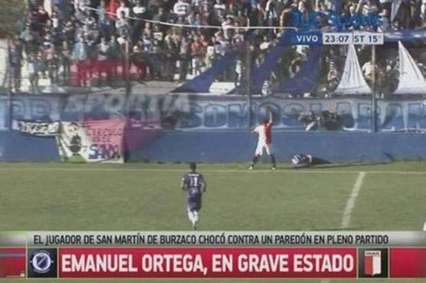 Đau lòng cầu thủ Argentina bị đẩy ngã đập đầu vào tường tử vong