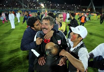 Chuyện bi hài của bóng đá Iran