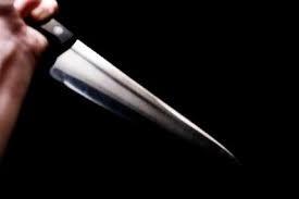 Mâu thuẫn nhỏ dùng dao đâm bạn ba nhát
