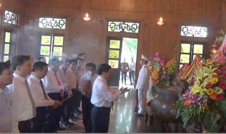 Kỷ niệm 125 năm ngày sinh Bác Hồ: Dâng hương, dâng hoa tại Khu di tích Kim Liên