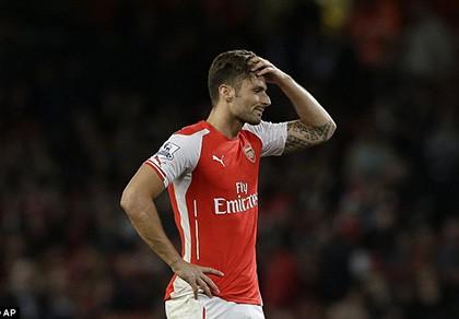 """Giroud chửi huyền thoại Henry là """"đồ ngu''"""