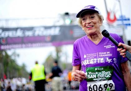 Cụ bà 92 tuổi hoàn thành đường đua marathon dài... 41,8 km