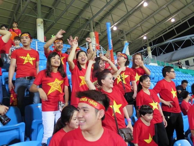 Rộn ràng Bishan trước trận 'tử chiến' U23 Việt Nam - U23 Malaysia