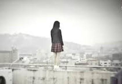 Cô gái trẻ nức nở đòi nhảy từ tầng 7 xuống đất