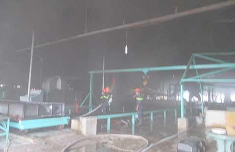 Thợ hàn sơ ý gây cháy nhà máy chế biến cao su