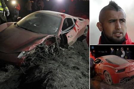 Lái 'siêu xe' gây tai nạn kinh hoàng, sao Juventus bị cảnh sát bắt