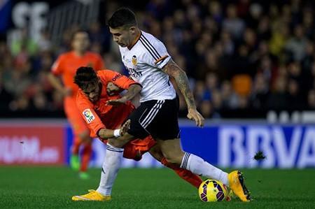 Hậu vệ xuất sắc nhất La Liga tuyệt vọng vì không thể đến M.U