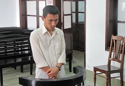 Nảy sinh lòng tham khi chở vợ con đi khám bệnh, lãnh 9 tháng tù