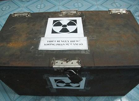 """Dùng chì """"nhốt"""" tạm thiết bị lọt tia phóng xạ ra ngoài"""