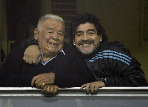 Bố của huyền thoại Maradona qua đời