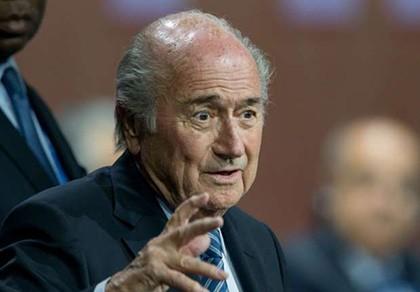 Sepp Blatter gây sốc: Tôi không từ chức