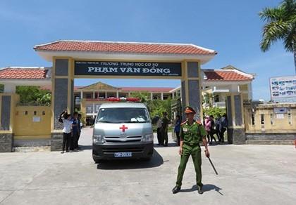 Xe cấp cứu đến điểm thi đưa thí sinh đi nhập viện
