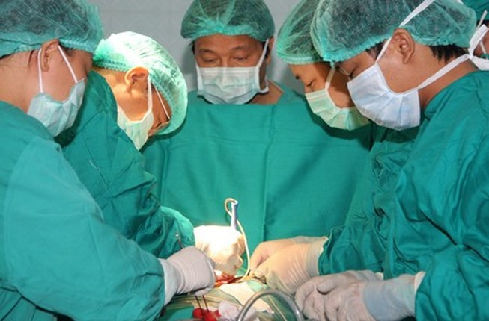 1.300 trẻ chờ phẫu thuật tim tại BV Nhi đồng 1