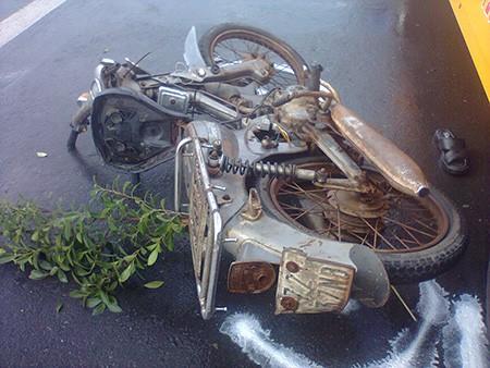 Hi hữu: Tự gây tai nạn tử vong vì mải xem... tai nạn