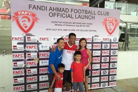 Huyền thoại bóng đá Singapore mở CLB bóng đá cộng đồng