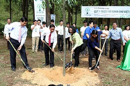 Trồng hơn 5.600 cây xanh ở Ngã ba Đồng Lộc
