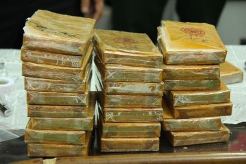 Gần 500 bánh heroin giấu trong bình gas công nghiệp