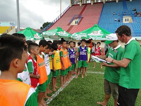 Học viện bóng đá NutiFood: 24 thí sinh vào vòng chung kết 2