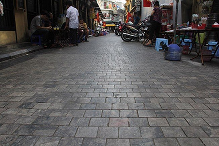 Hà Nội tạm dừng lát đá 11 tuyến phố cổ