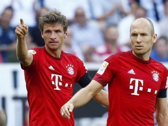 Van Persie mất chức đội trưởng tuyển Hà Lan vào tay Robben