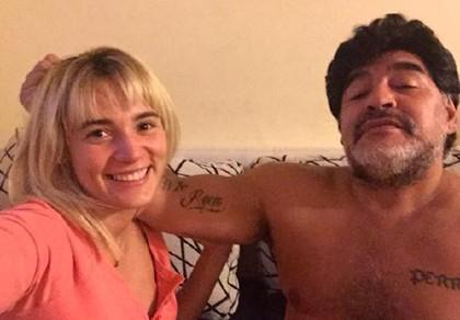Cậu bé vàng Maradona lại… cưới vợ