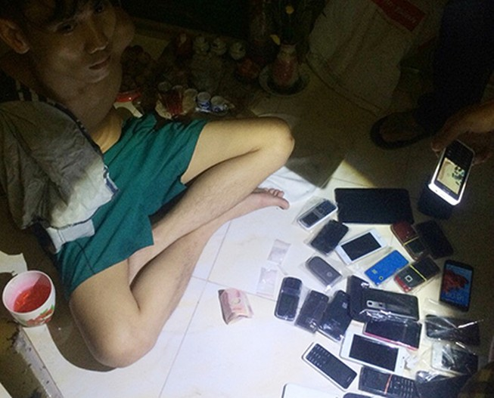 Dùng cả chục điện thoại, sim 'rác' để bán ma túy