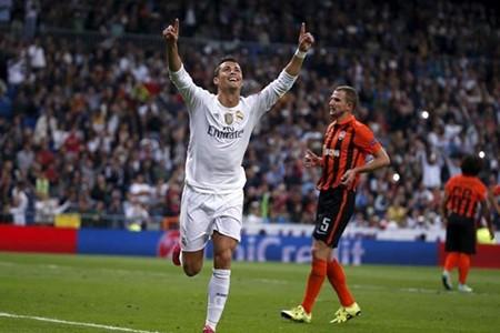 Ronaldo chuẩn bị tiếm ngôi Raul