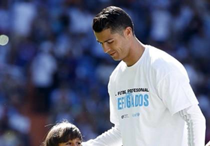 Không ghi bàn, Ronaldo vẫn để lại bức thông điệp nhân văn