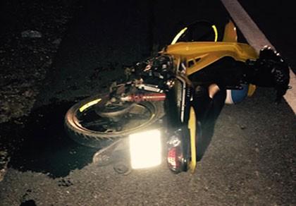 Hai nữ sinh tử vong khi tông xe máy vào cột mốc ven đường