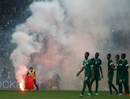 FIFA phạt nặng Malaysia: Đá sân đóng cửa và xử thua 0-3