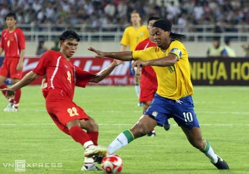 Ronaldo, Ronaldinho có thể sang Việt Nam đá giao hữu vào tháng 4-2016