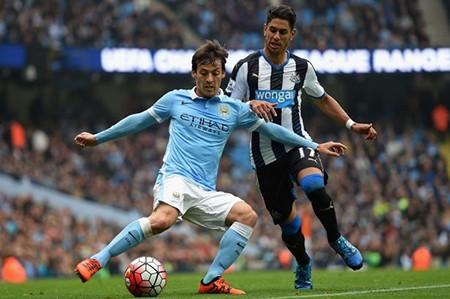 Sir Alex Ferguson tiết lộ lý do không mua 'bom tấn' của Man. City