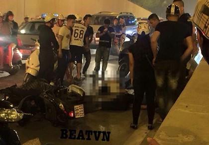 Xe máy 'đấu đầu', hai người bị thương nặng