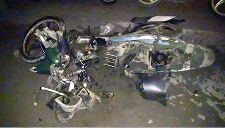 Thoát chết thần kỳ khi xe máy bị xe ben cán nát