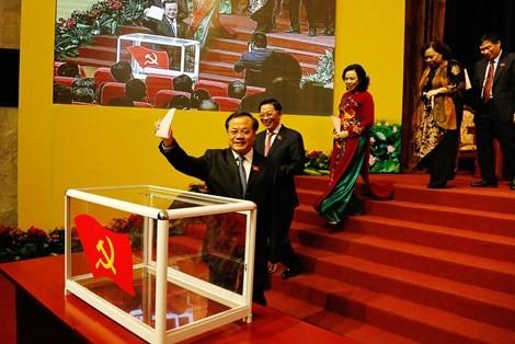 Công bố danh sách 74 ủy viên BCH Đảng bộ Hà Nội khóa mới