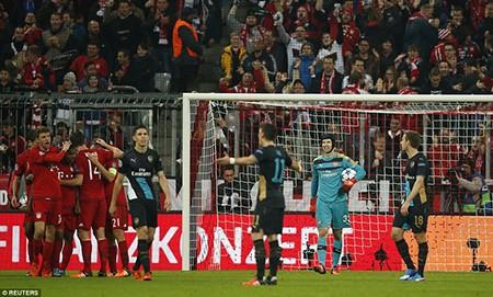 Bayern Munich 5-1 Arsenal: Thua tan nát, 'pháo thủ' lâm nguy