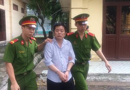 Một người Trung Quốc bán dụng cụ kích dục và thuốc Viagra giả