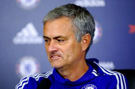 Mourinho lại bị cấm chỉ đạo vì vấn đề... trọng tài