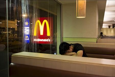 Những người 'ngủ bụi McDo'