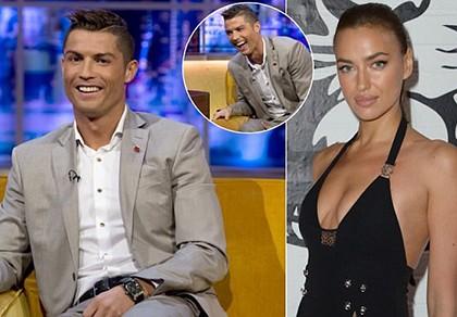 Ronaldo nói gì về những hotgirl vây quanh mình